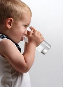 сколько пить воды ребенку