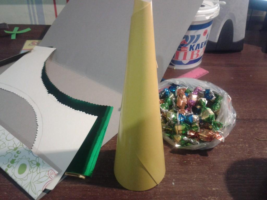 елка из конфет своими руками