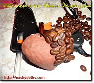 сердце из зерен кофе