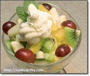 Салат из бананов и овощей